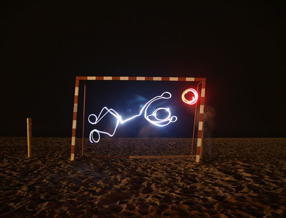 fotballlightpaiting 30 Awesome Examples Of Light Graffiti