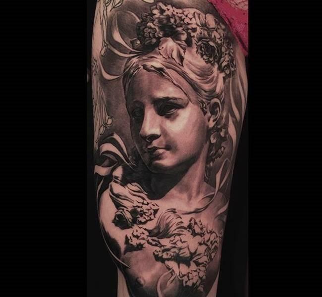 women 35 Mind blowing realistic tattoo designs